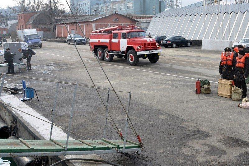 В Одессе военные учились тушить боевые корабли (ФОТО) (фото) - фото 1