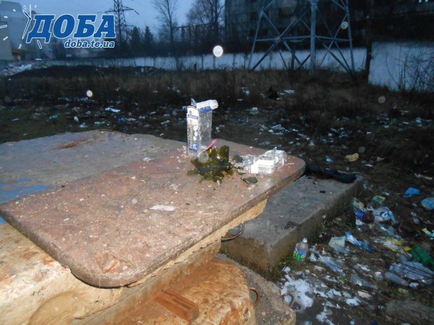 Ввечері біля колишнього стадіону у Тернополі збираються підозрілі особи (фото) (фото) - фото 1