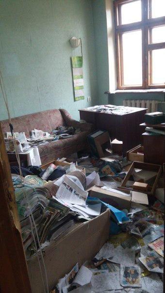 Во что боевики «ДНР» превратили Донецкий юридический институт (ФОТО) (фото) - фото 1