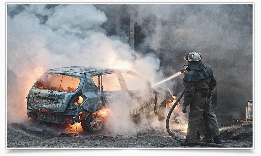 В Славянске, в одном из дворов горел автомобиль (фоторепортаж) (фото) - фото 6