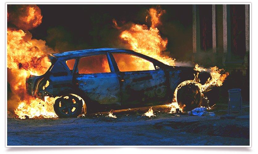 В Славянске, в одном из дворов горел автомобиль (фоторепортаж) (фото) - фото 4