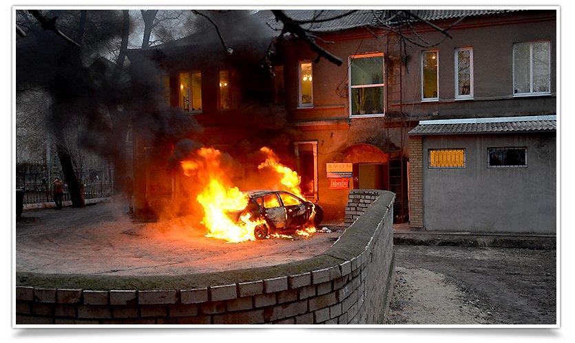 В Славянске, в одном из дворов горел автомобиль (фоторепортаж) (фото) - фото 3