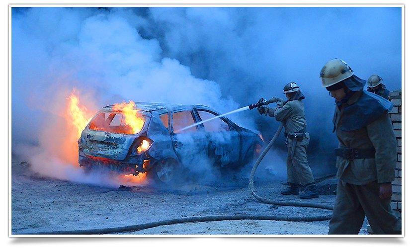 В Славянске, в одном из дворов горел автомобиль (фоторепортаж) (фото) - фото 5