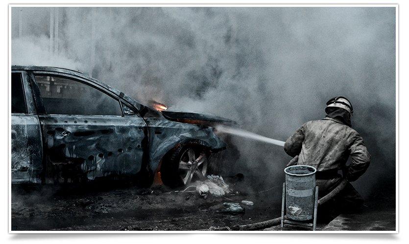 В Славянске, в одном из дворов горел автомобиль (фоторепортаж) (фото) - фото 7