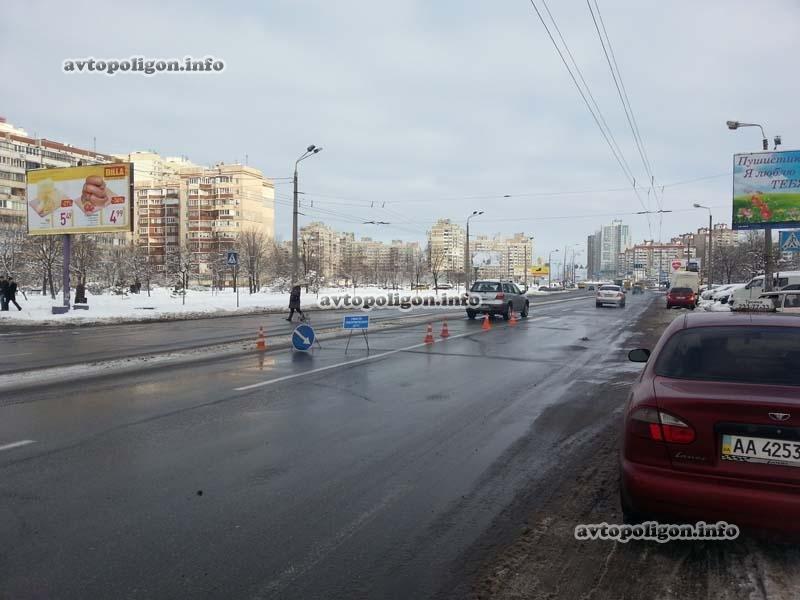 В Киеве «Мицубиси» на пешеходном переходе сбил женщину с ребенком (Добавлено ФОТО) (фото) - фото 1