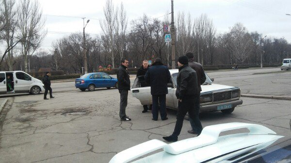В автомобиле  под Криворожским горисполкомом обнаружено два автомата (ФОТО) (фото) - фото 1