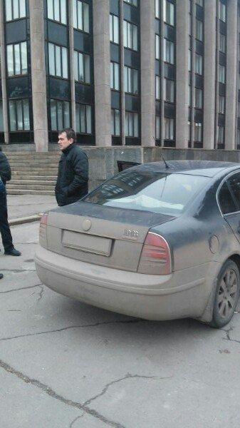 В машине под Криворожским горисполкомом обнаружено два автомата (ФОТО) (фото) - фото 1
