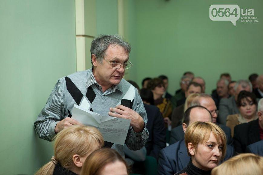 В Кривом Роге депутаты признали Россию агрессором, под горисполкомом нашли оружие, в город приехали бойцы добровольческих батальонов (фото) - фото 1