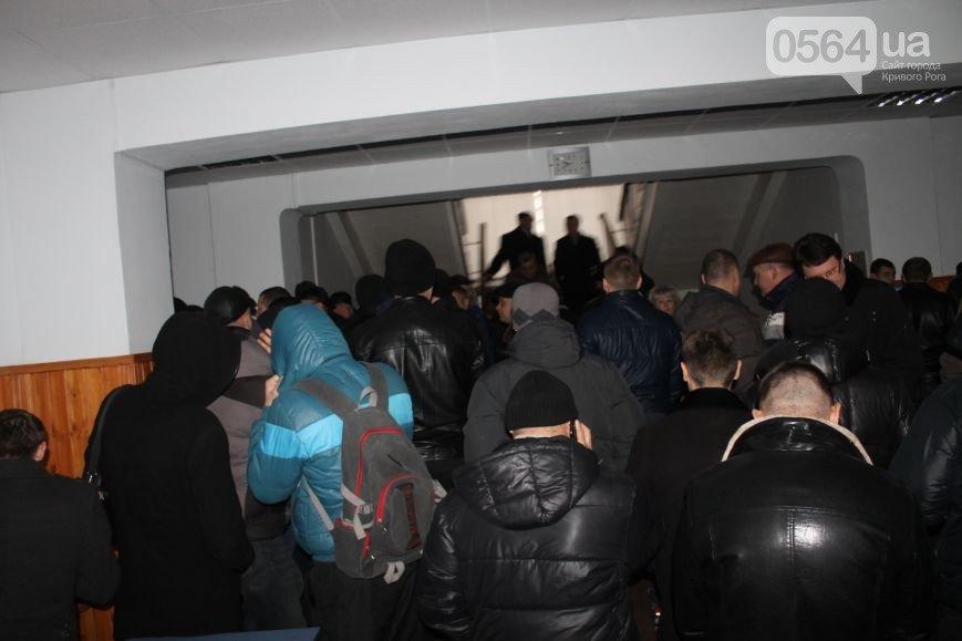 В Кривом Роге депутаты признали Россию агрессором, под горисполкомом нашли оружие, в город приехали бойцы добровольческих батальонов (фото) - фото 2
