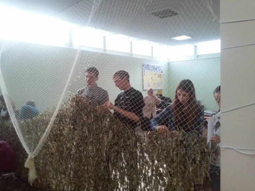 ФОТОФАКТ: у Львові плетуть маскувальні сітки. Як допомогти?, фото-1