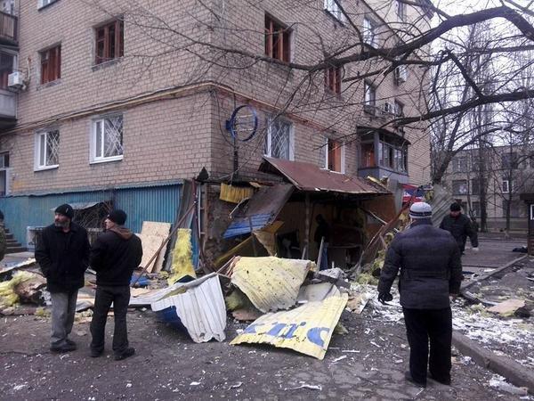 В Донецке в результате артобстрела погиб один человек, разрушены десятки домов (ФОТО, ВИДЕО), фото-3