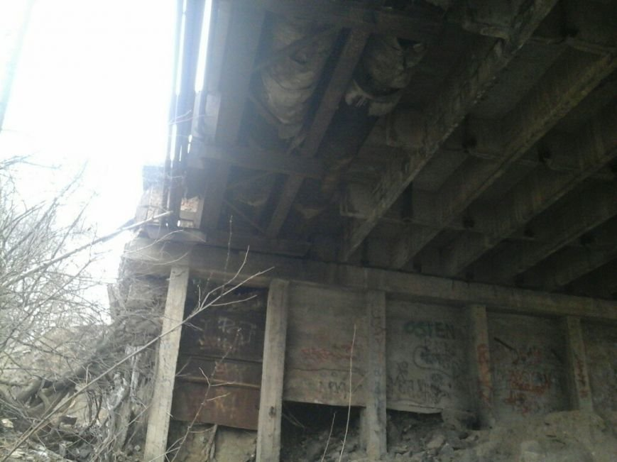 ЧП в Кривом Роге: обрушился мост (ФОТО) (фото) - фото 1