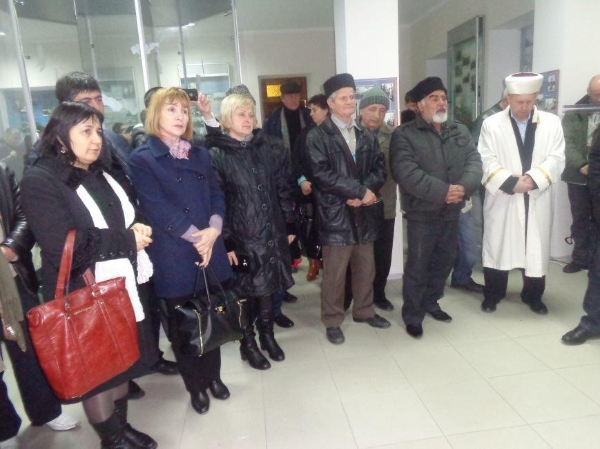 В Алупке провели День памяти 44 годовщины гибели дважды героя Советского Союза Аметхана Султана (фото) - фото 1