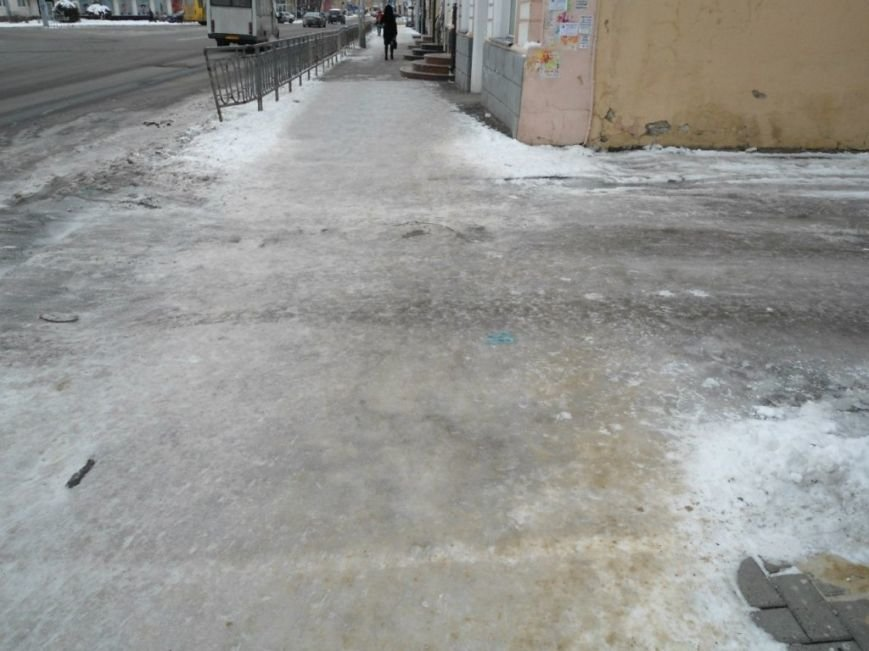 По центру Полтави стало небезпечно ходити (ФОТО) (фото) - фото 2