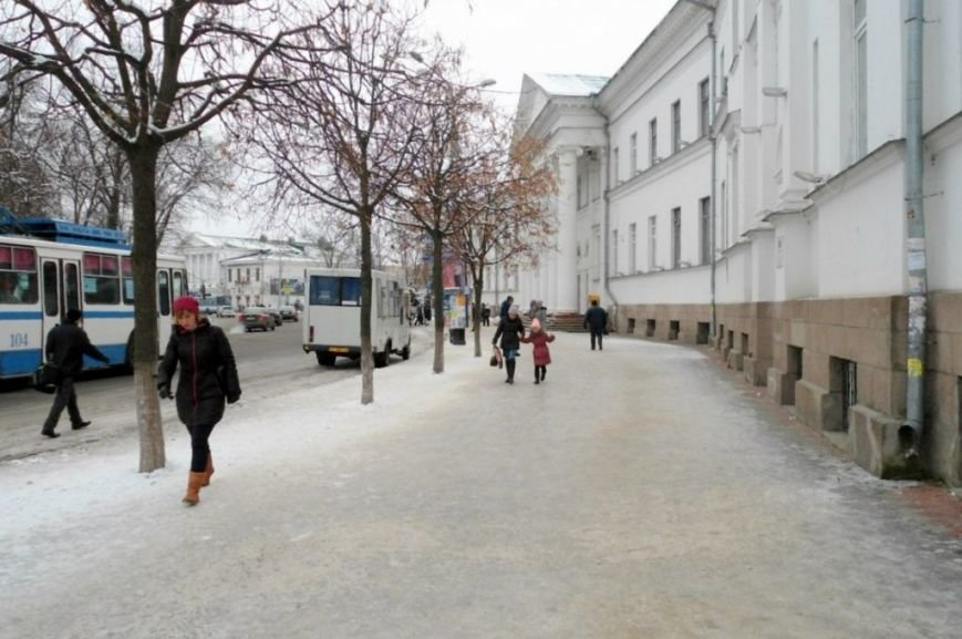 По центру Полтави стало небезпечно ходити (ФОТО) (фото) - фото 1