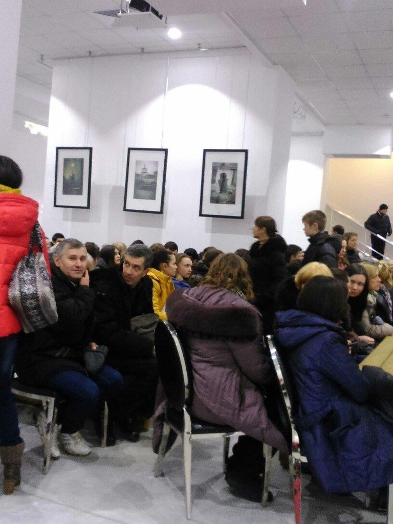 Мариупольцы смотрели фильм про АТО и Майдан (ФОТО) (фото) - фото 1