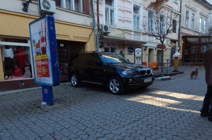 Яка «такса» у хлопців, що відкривають шлагбауми в пішохідні зони Ужгорода? (ФОТО) (фото) - фото 2