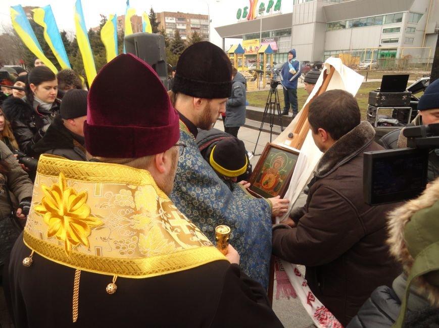В Мариуполе прошел молебен перд мироточащей иконой Божей Матери «Знамение» (ФОТОРЕПОРТАЖ) (фото) - фото 1