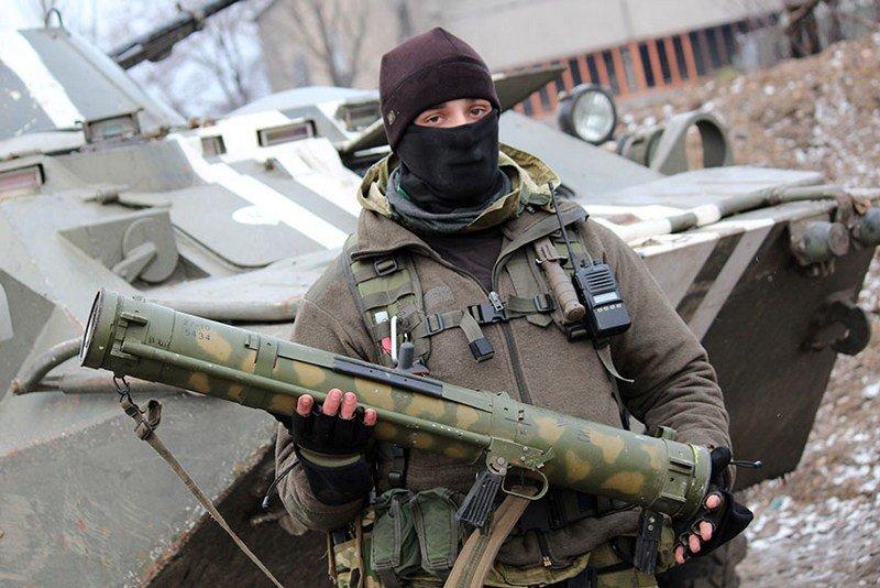 Во время боевого столкновения украинские военнослужащие захватили реактивные пехотные огнеметы «Шмель» (фото) - фото 1
