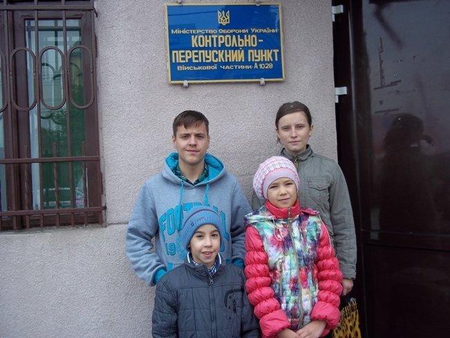 Школярі та вчителі чернівецької школи-інтернату № 2 зібрали 13000 гривень на допомогу українському війську (фото) - фото 1