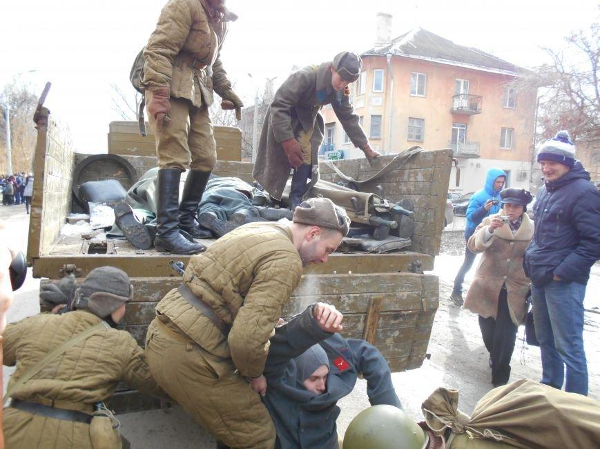 В Волгограде прошла колонна немецких военнопленных (фото) - фото 1