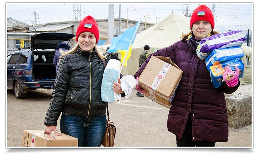 Волонтёры Славянска начали раздавать итальянскую гуманитарку (фото) - фото 1