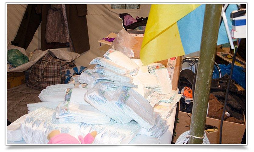 Волонтёры Славянска начали раздавать итальянскую гуманитарку (фото) - фото 4