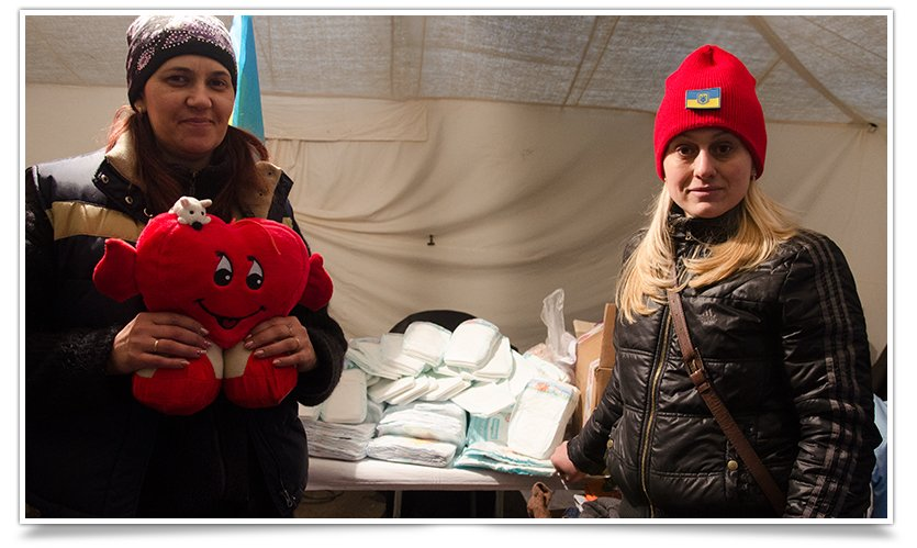 Волонтёры Славянска начали раздавать итальянскую гуманитарку (фото) - фото 3