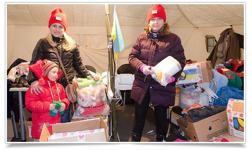 Волонтёры Славянска начали раздавать итальянскую гуманитарку (фото) - фото 2