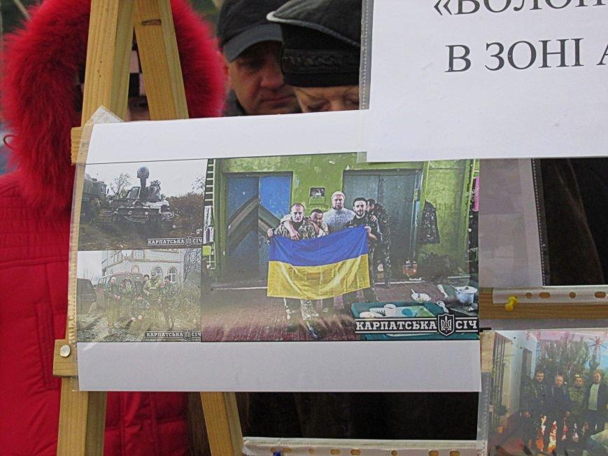 В Ужгороді на пл. Театральній відбулася фотовиставка «Волонтери в зоні АТО» (ФОТОРЕПОРТАЖ) (фото) - фото 31