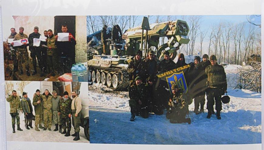 В Ужгороді на пл. Театральній відбулася фотовиставка «Волонтери в зоні АТО» (ФОТОРЕПОРТАЖ) (фото) - фото 22