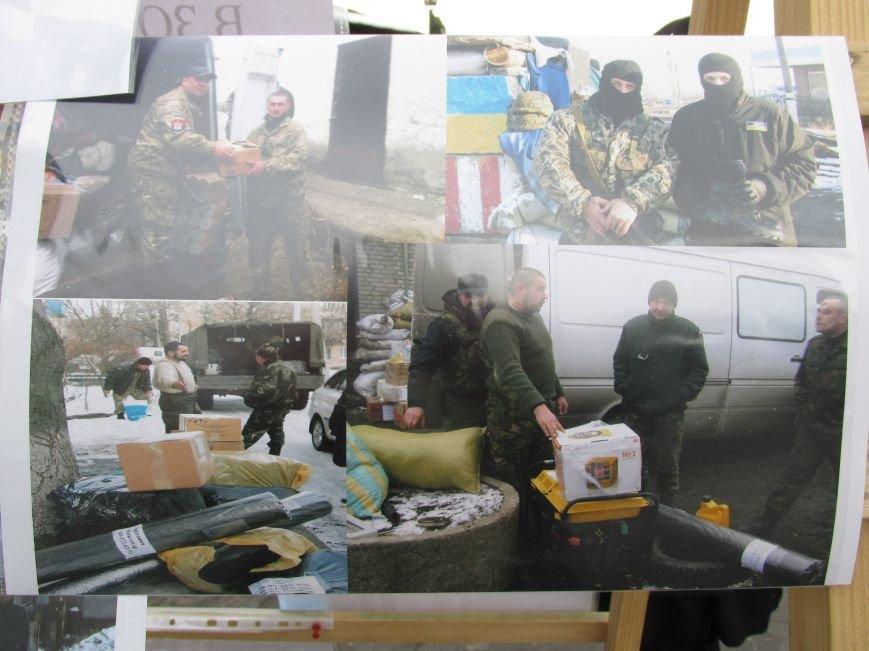 В Ужгороді на пл. Театральній відбулася фотовиставка «Волонтери в зоні АТО» (ФОТОРЕПОРТАЖ) (фото) - фото 14