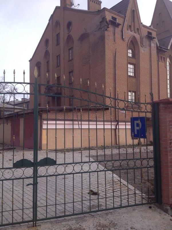 Страшный взрыв в Донецке и артобстрел уничтожили - склад с боеприпасами, супермаркет, повредил два храма и десятки домов (ФОТО, ВИДЕО) (фото) - фото 1