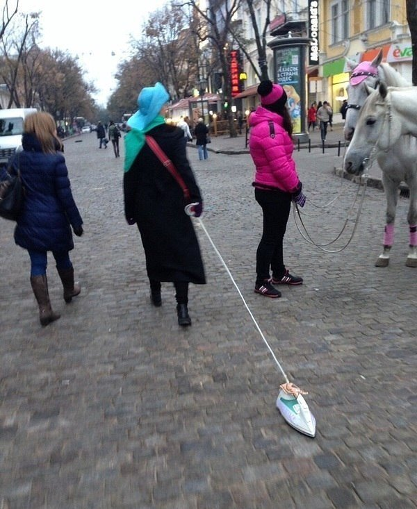 Дама с утюгом опять разгуливает по Дерибасовской (ФОТО) (фото) - фото 1