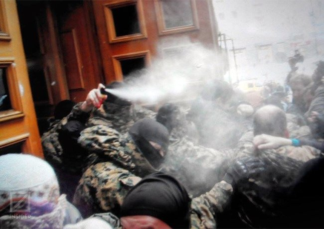 Киевляне пикетировали КГГА из-за повышения тарифов на проезд в метро (ОБНОВЛЯЕТСЯ) (фото) - фото 1