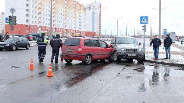 На ул. Южная БМВ Х5 не пропустил легковушку: водителя Опеля отправили в больницу (Фото), фото-3