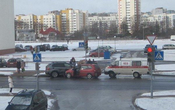 На ул. Южная БМВ Х5 не пропустил легковушку: водителя Опеля отправили в больницу (Фото), фото-2