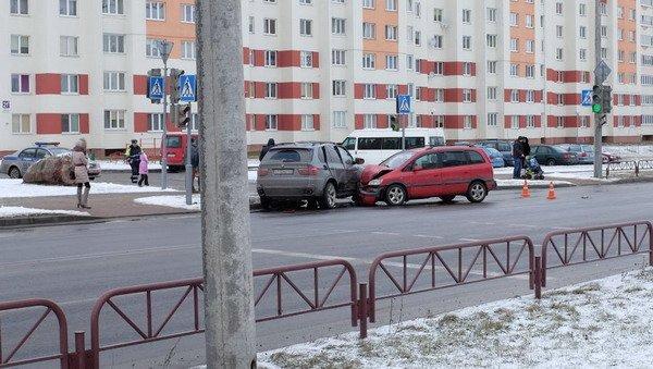 На ул. Южная БМВ Х5 не пропустил легковушку: водителя Опеля отправили в больницу (Фото), фото-4