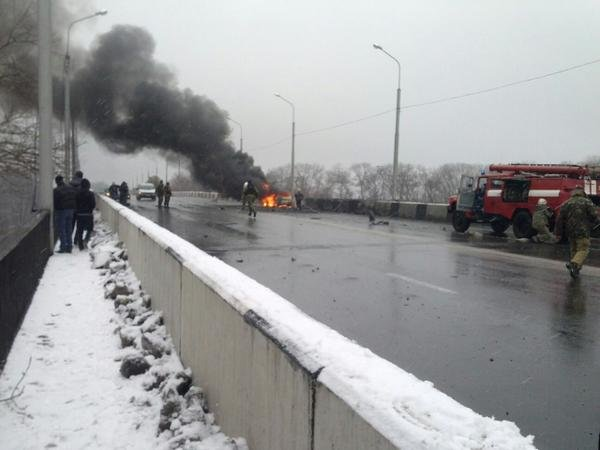 В Донецке снаряд попал в мост, соединяющий Текстильщик и Петровский район - погиб человек (ФОТО) (фото) - фото 3