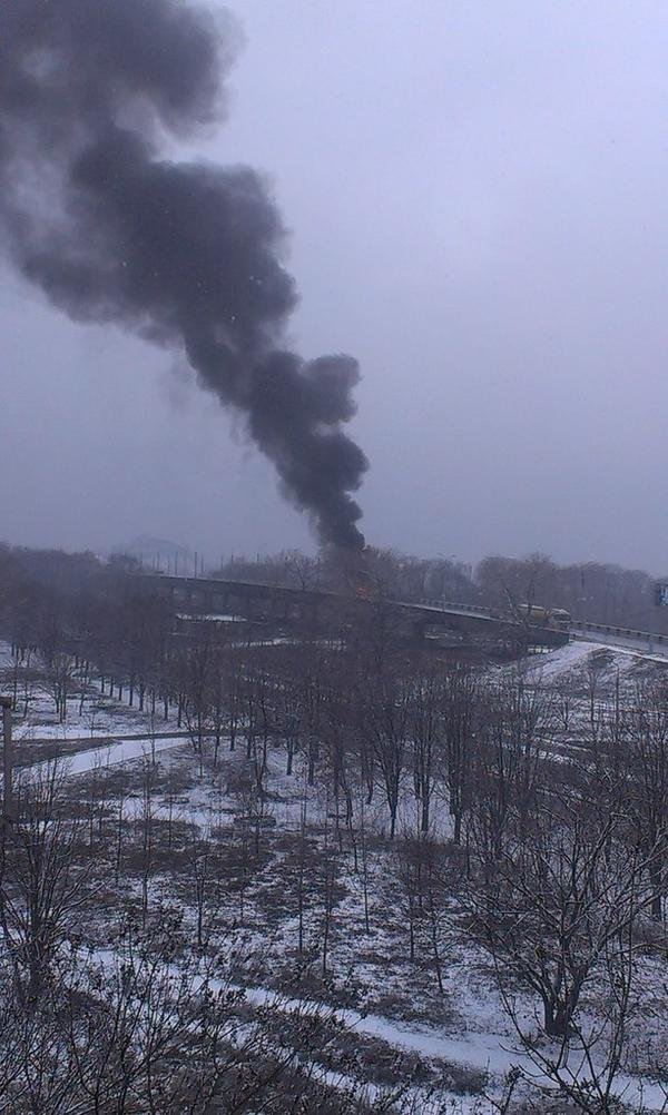В Донецке снаряд попал в мост, соединяющий Текстильщик и Петровский район - погиб человек(ФОТО) (фото) - фото 3