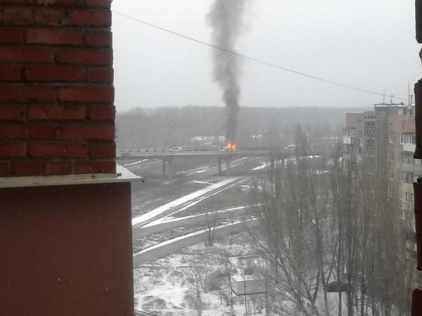 В Донецке снаряд попал в мост, соединяющий Текстильщик и Петровский район - погиб человек(ФОТО) (фото) - фото 2