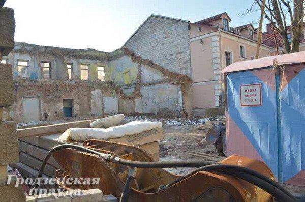 Реконструкция полуразрушенного исторического дома по ул. Карла Маркса остановилась из-за дополнительных затрат на 7 млрд рублей (Фото), фото-1