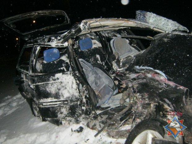 Под Полоцком лоб в лоб столкнулись VW и Skoda: погиб один человек, фото-1
