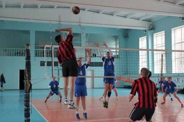 В Чемпионате Краматорска по волейболу лидирует команда из Красноармейска (фото) - фото 2