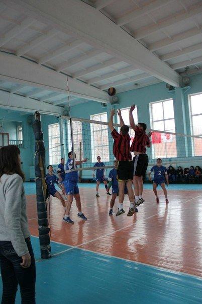 В Чемпионате Краматорска по волейболу лидирует команда из Красноармейска (фото) - фото 3