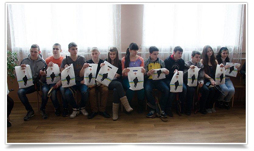 В Славянске школьникам рассказали кто воюет в ДНР (видео) (фото) - фото 1