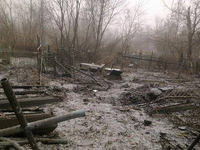 И мертвым нет покоя: в Советском районе под обстрел попало кладбище (фото) - фото 1