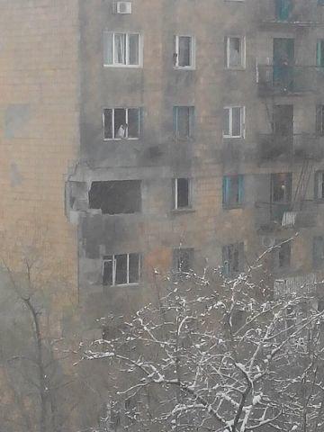 В Донецке в многоэтажки на Текстильщике попали снаряды (ФОТО) (фото) - фото 2