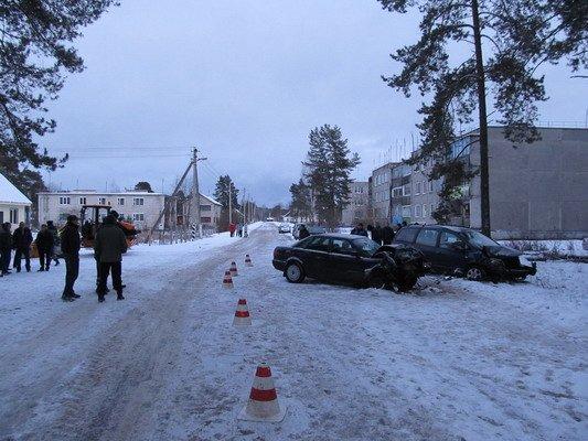 В Островецком районе при столкновении с «Фольксвагеном»  непристегнутый водитель и пассажир лбами разбили стекло (Фото), фото-2