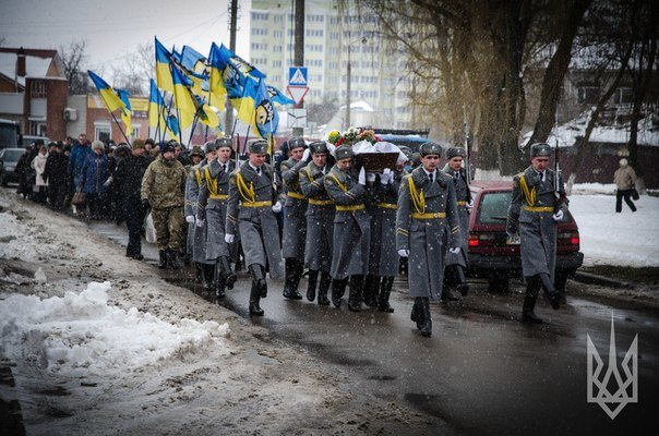 Полк «Азов» прощался побратимом, погибшим вблизи Мариуполя (ФОТО) (фото) - фото 1